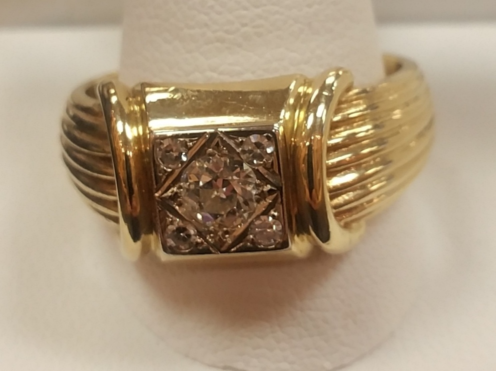 YELLOW GOLD WITH DIAMOND IN CENTER