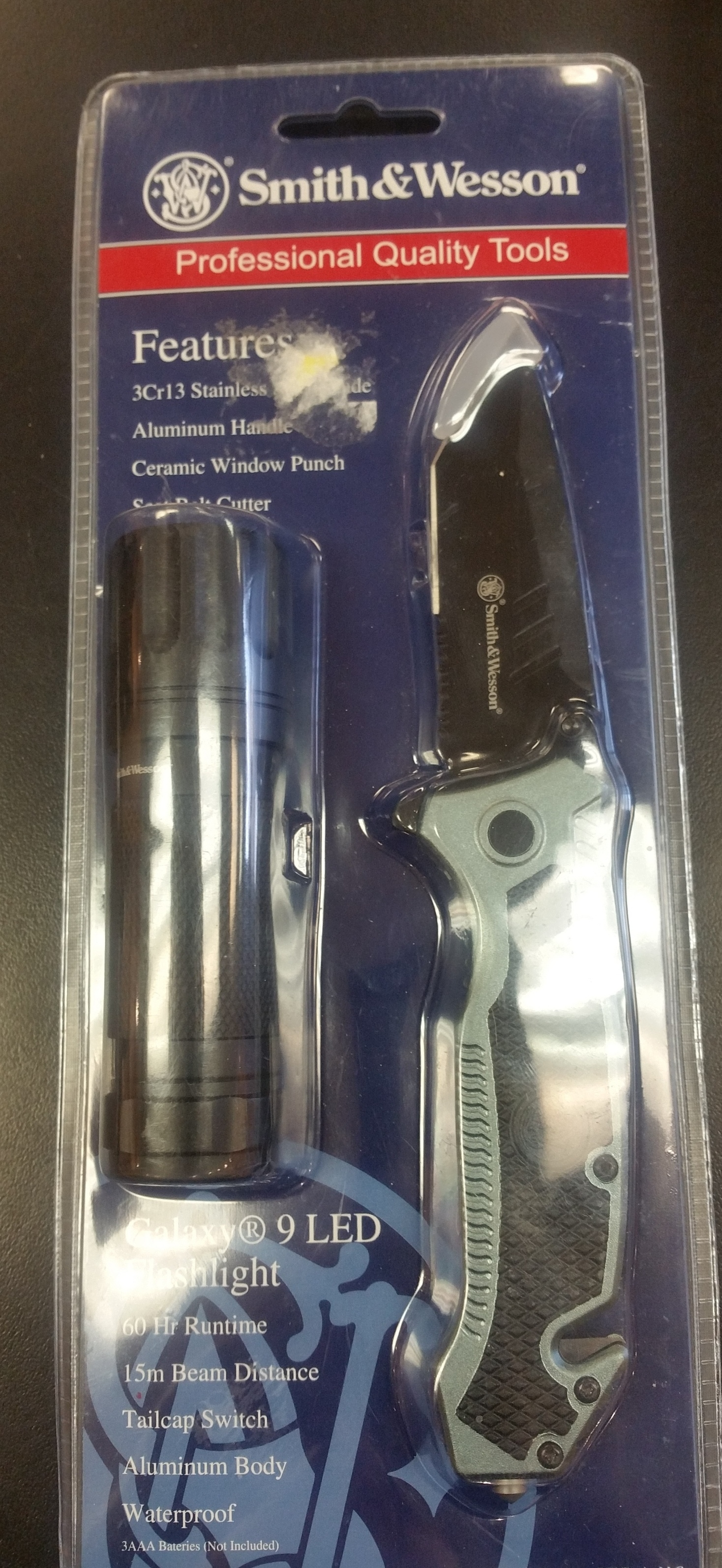 SMITH AND WESSON KNIFE AND FLASHLIGHT