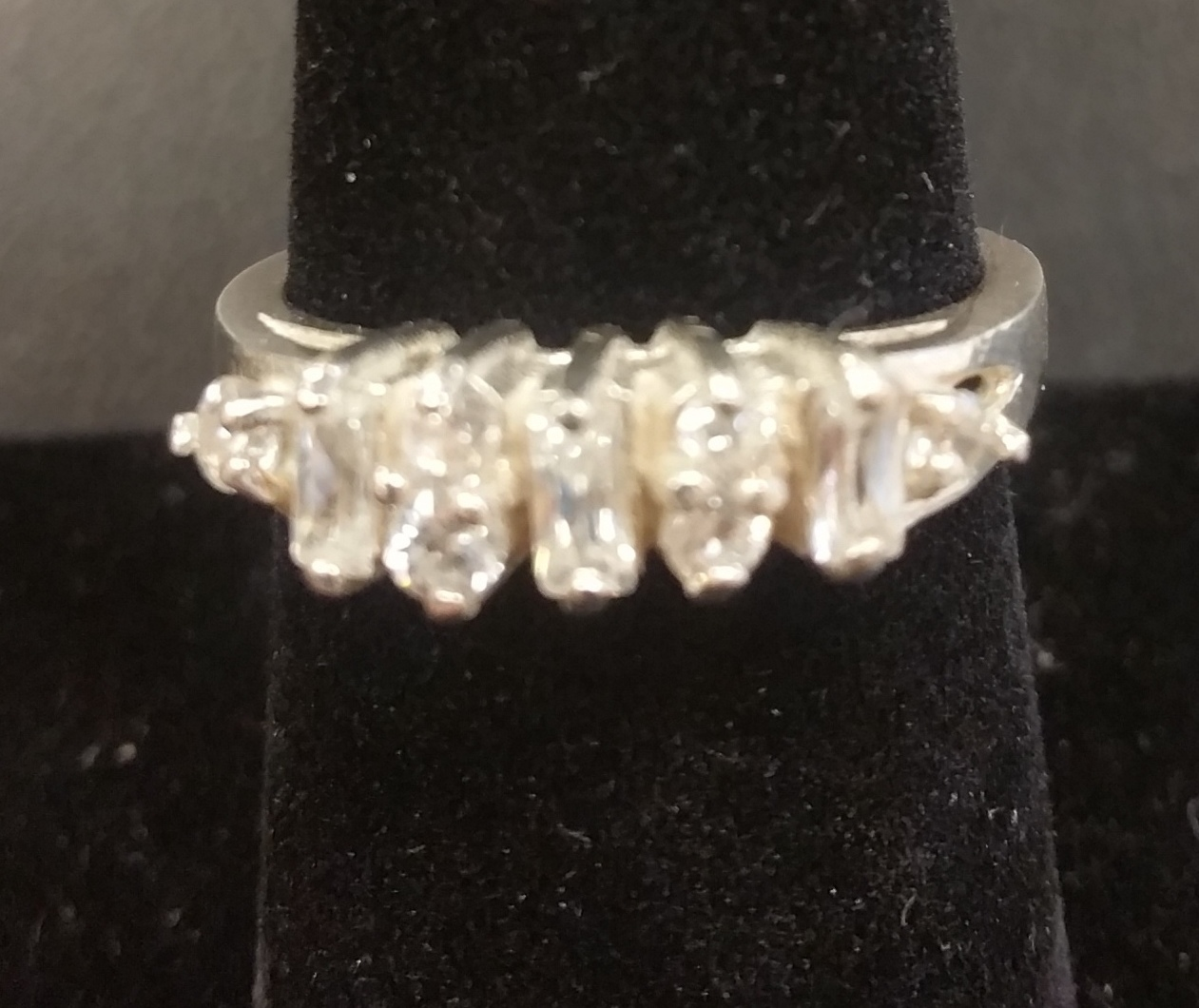BAGUETTE AND ROUND DIAMOND ALTERNATING