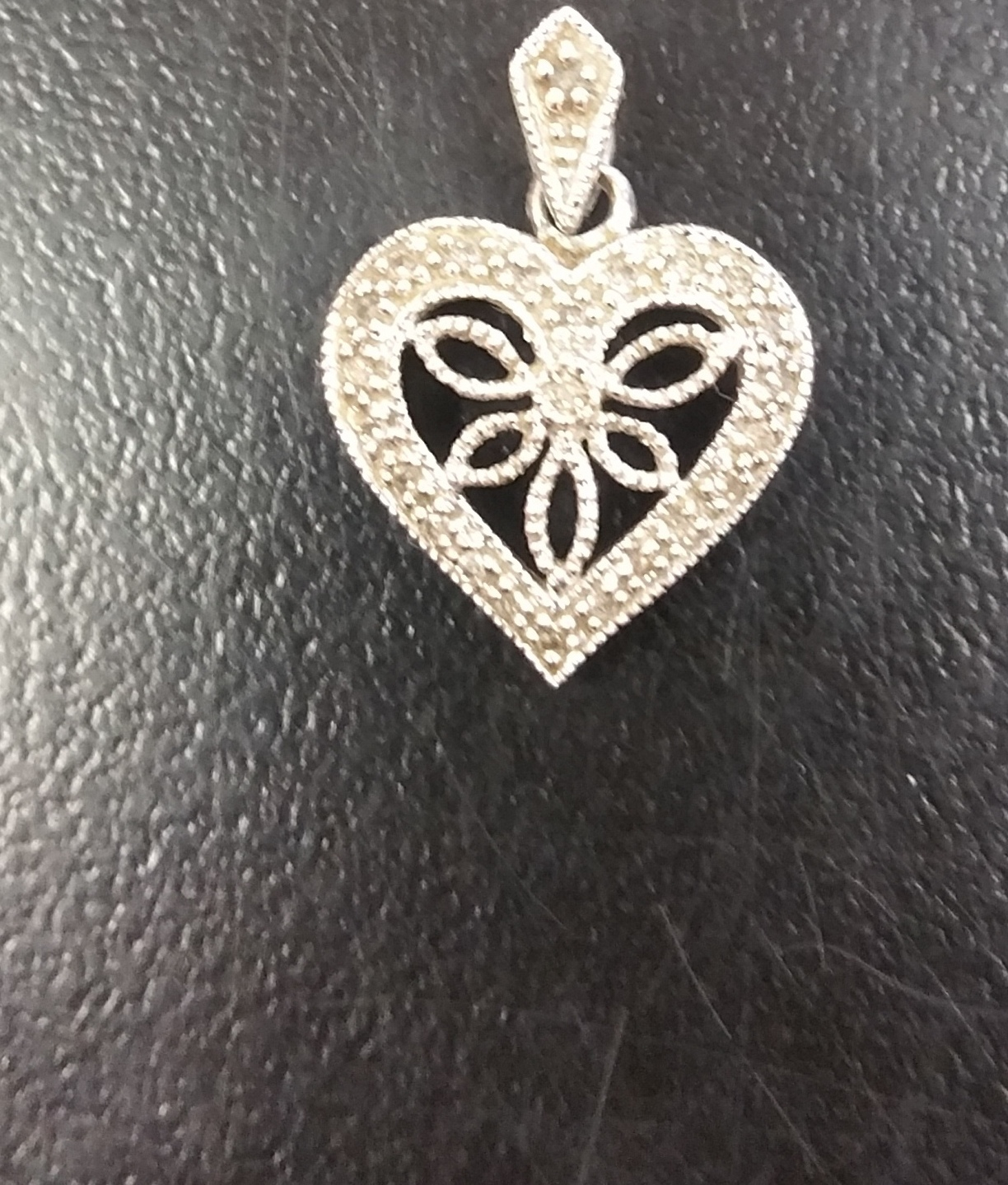 HEART SHAPE CHARM W/ DIAMONDS