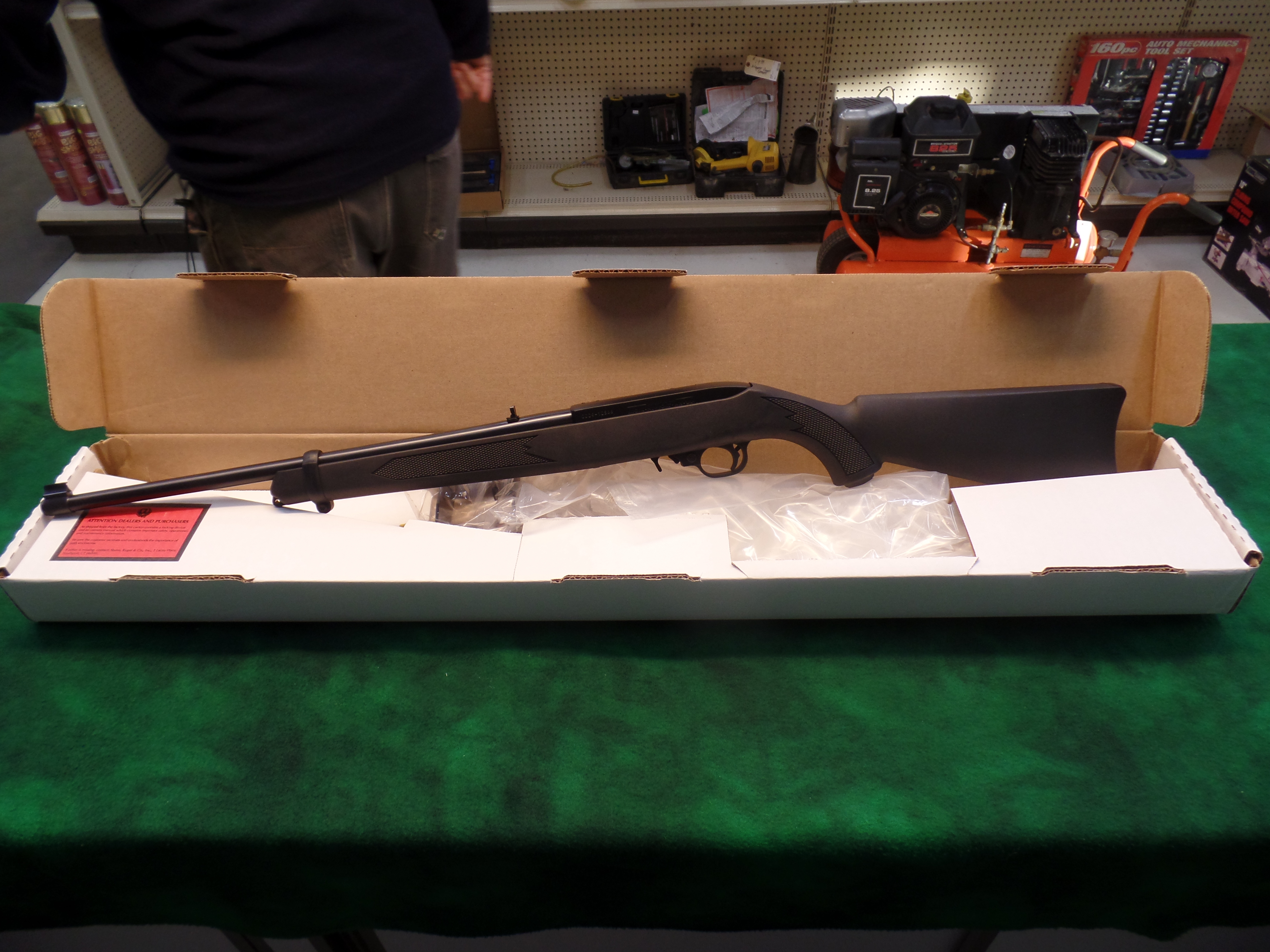NIB Ruger 10/22 Carbine Synthetic-img-0