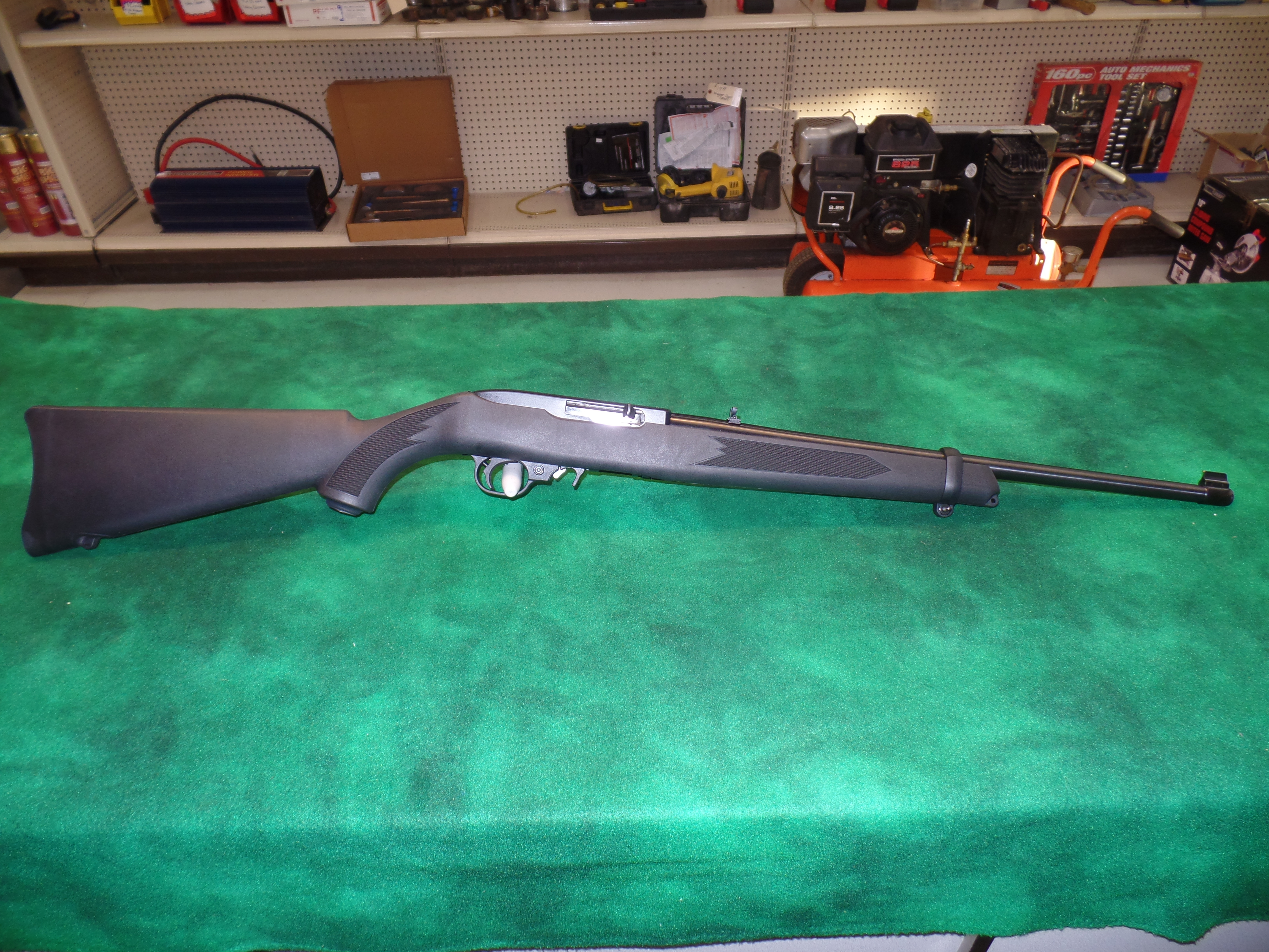 NIB Ruger 10/22 Carbine Synthetic-img-1