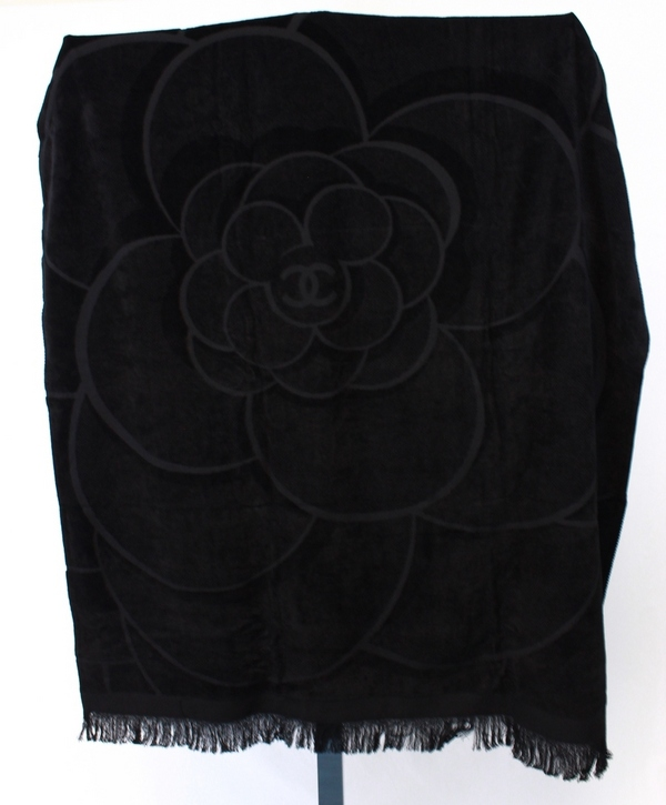 Chanel Towel: CHANEL NWOT BLACK OVERSIZED BEACH TOWEL BLANKET WITH LOGO
