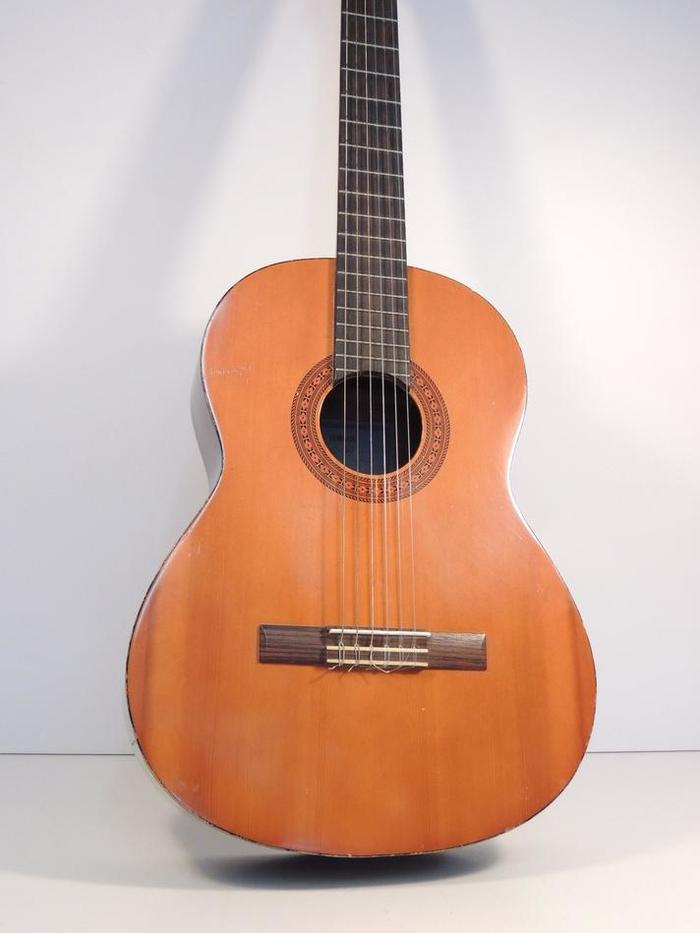yamaha c 40 acoustic classic guitar 6 string 19 fret auctions buy and sell findtarget auctions. Black Bedroom Furniture Sets. Home Design Ideas