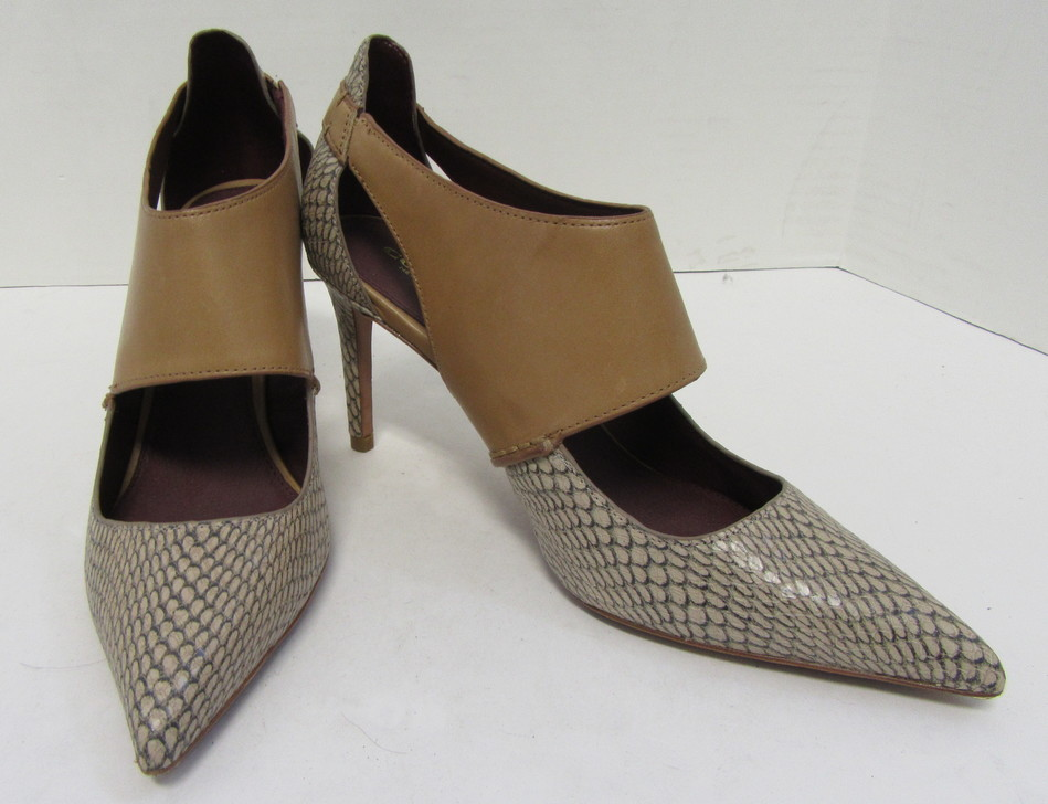 e6c852c9caf COACH Reptile Embossed Leather Pointed Toe Heels with Camel Cuff Size 7.5