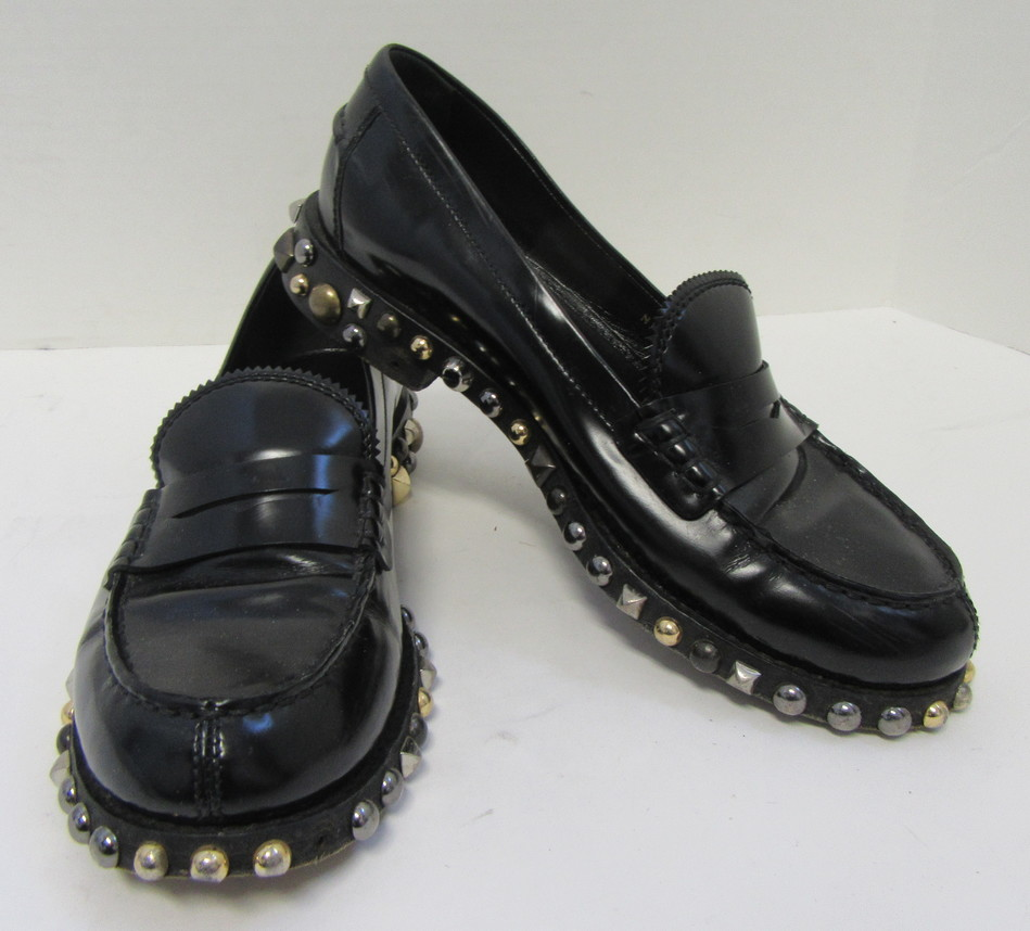 b913e28c2a0b LOUIS VUITTON Black Leather Loafers with Zig-Zag Edge and Studded Sole Size  38