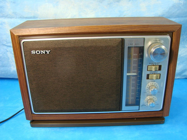 sony icf 9740w vintage am fm 1980 wood grain radio excellent condition ebay. Black Bedroom Furniture Sets. Home Design Ideas