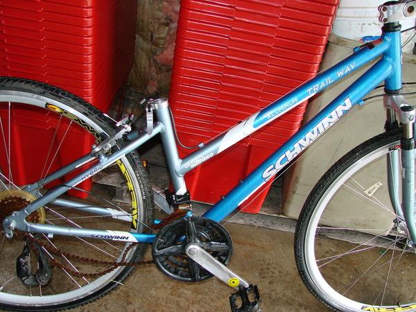 schwinn 700c trailway hybrid bike